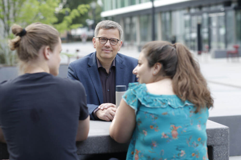 Oberbürgermeisterkandidat Becher im Gespräch